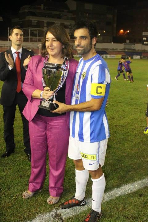 Adela Pedrosa, alcaldesa de Elda, y el jugador herculano Del Olmo